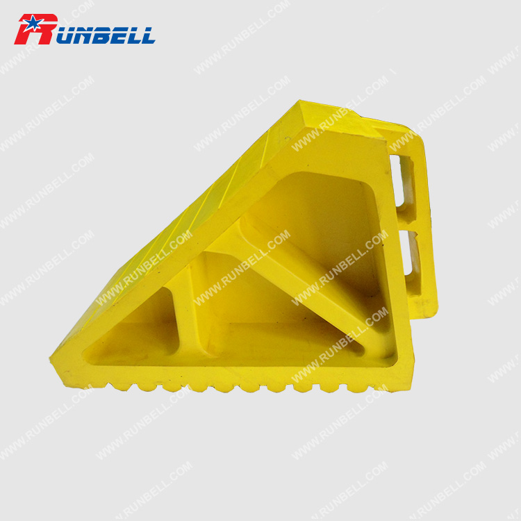 RUBBER WHEEL CHOCK - TS004G