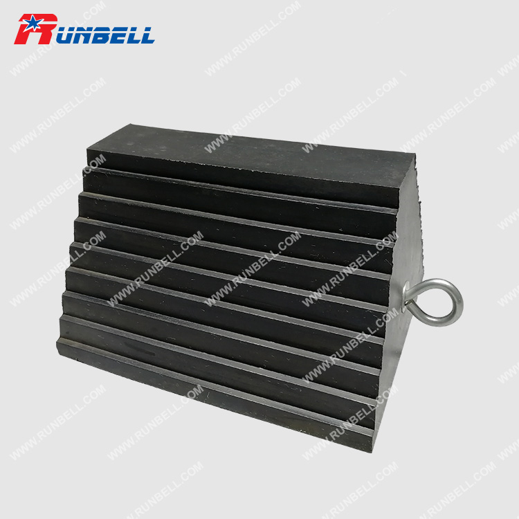 RUBBER WHEEL CHOCK - TS063