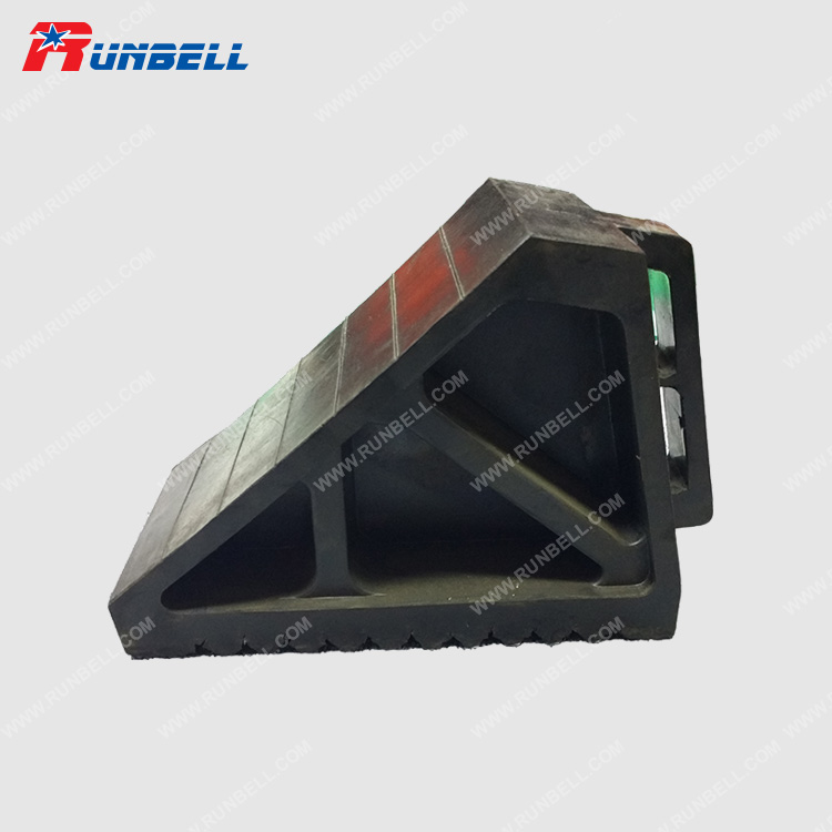 RUBBER WHEEL CHOCK - TS004